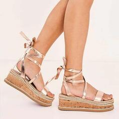 Mulheres PU Plataforma Sandálias Sem salto Peep toe com Aplicação de renda Oca-out sapatos