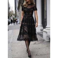 Koronka/Jednolita Krótkie rękawy W kształcie litery A Łyżwiaż Mała czarna/Przyjęcie Midi Sukienki