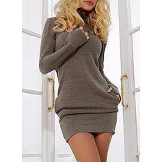 Sólido Bolsillos Cuello De Tortuga Casuales Largo Vestido de Suéter