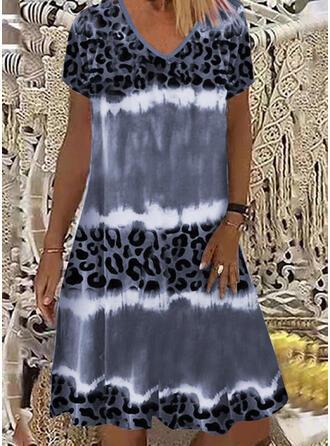 леопард С коротким рукавом Прямые платья Длина колена Повседневная Платья