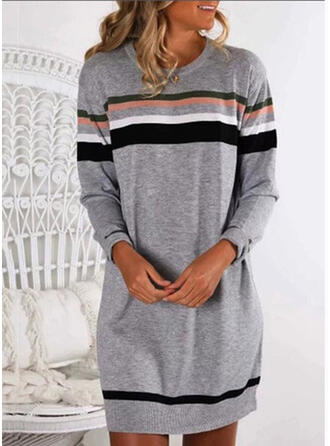 縞模様の ラウンドネック カジュアル セーター