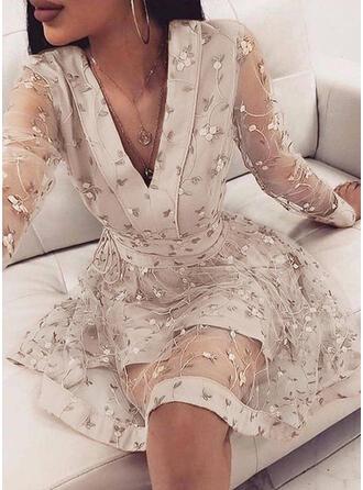 Kwiatowy Długie rękawy W kształcie litery A Nad kolana Elegancki Łyżwiaż Sukienki